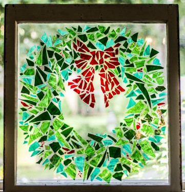 """Christmas Wreath"" Broken Stained Glass Window Mosiac; Link to Store: http://mhcxd.eqyhy.servertrust.com/product-p/wreath.htm"